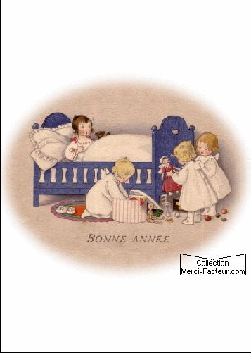 Au pied du lit, les enfants découvre des jouets pour la nouvelle année