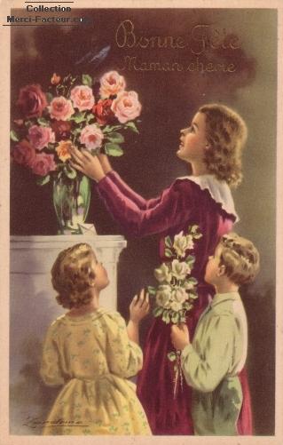 Maman met les fleurs dans un vase