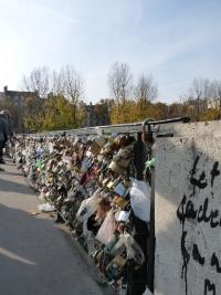 cadenas sur le pont de l'archevéché pour les amoureus à Paris