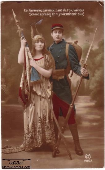 La republique et le poilu sur une carte postale ancienne patriotique de 14/18