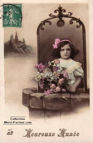 Carte de voeux ancienne avec jeune fille dans un puit avec des fleurs