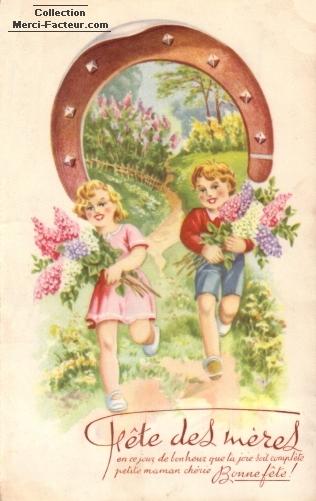 Enfants offrant des fleurs et un fer à cheval pour la fête des mères
