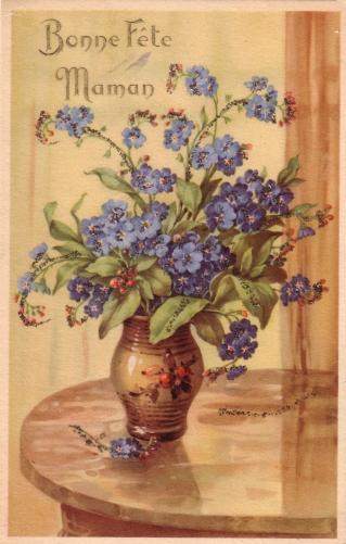 Fleurs violettes dans un vase