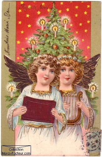 Carte postale ancienne pour Noel avec deux anges sur fond de sapin de Noel