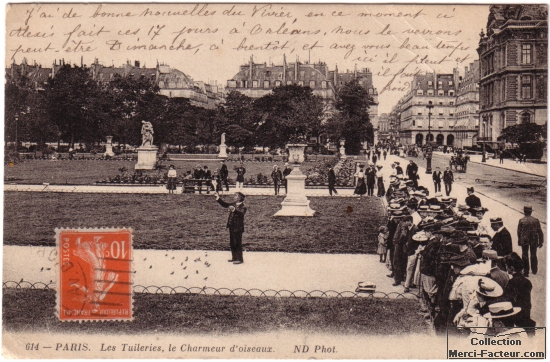 Charmeur d'oiseau au jardin des Tuillerie ࠐaris sur carte postale ancienne.