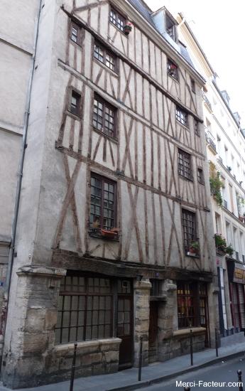 Maison ancienne à colombage rue Volta à Paris dans le 3 eme arondissement