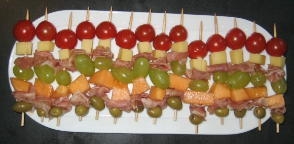 plat de brochette apero melon jambon raison olive tomatte