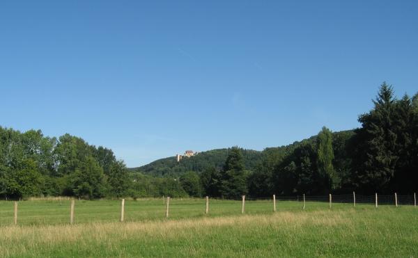 Vue du chateau de la madeleine en quittant Chevreuse
